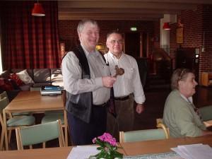 Göran Nilsson med den gedigna ordförandeklubban.
